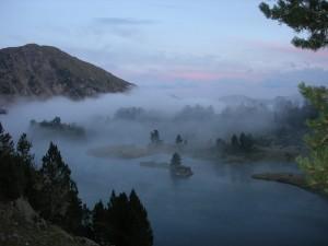lac du milieu et brume